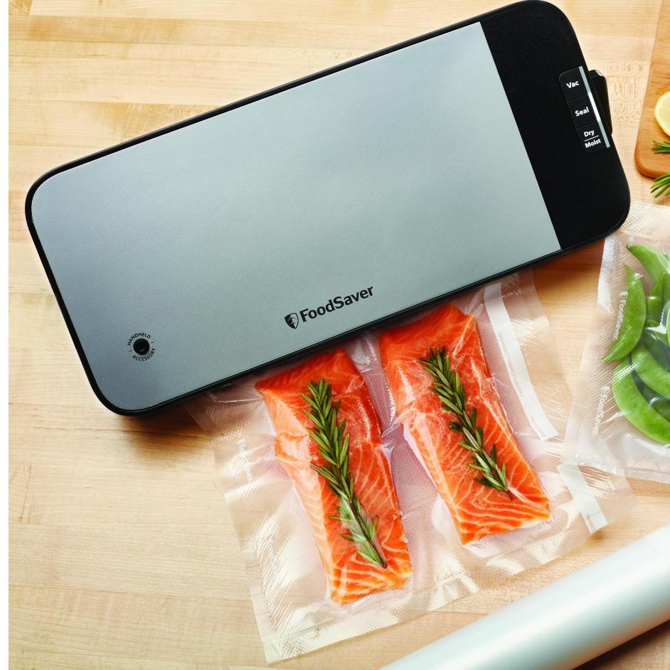 FSV2190 foodsaver compact sealer met zalm